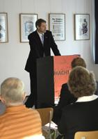 Begrüßung der Ausstellungsbesucher durch Thomas Krüger