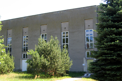 Empfangsgebäude im Zentrum der Anlage