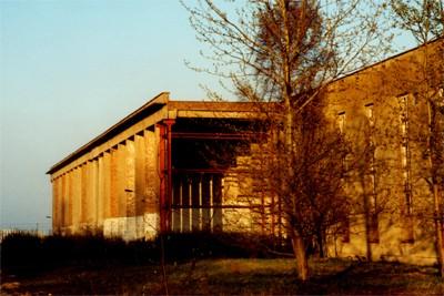 Säulenhalle im Zentrum der Anlage